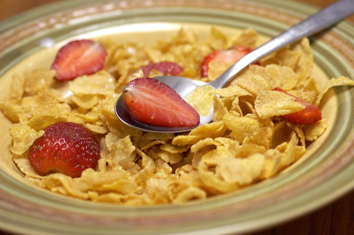 Cereal-Fruit-Strawberries-Food-Breakfast